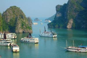Wycieczka do Wietnamu (na zdjęciu jeden z punktów programu - zatoka Halong)